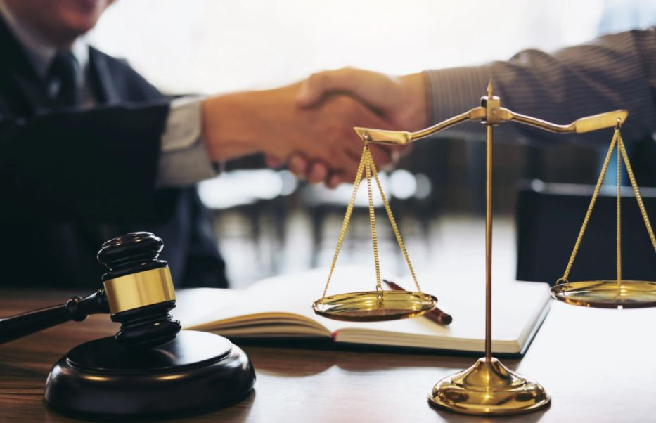 difference between Lawyer And An Attorney