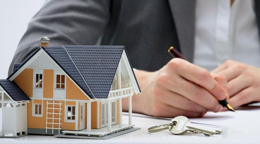 real estate attorney do for buyer seller
